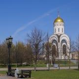 Kyrkan i segern parkerar Fotografering för Bildbyråer