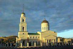 Kyrkan i staden av Volsk Arkivfoto