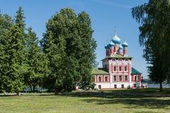 Kyrkan i Uglich Arkivfoto