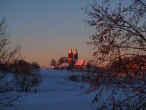 Kyrkan på kullen Royaltyfria Bilder