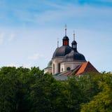 Kyrkan står hög Royaltyfri Bild
