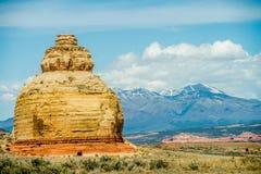 Kyrkan vaggar USA-huvudväg 163 191 i Utah öst av Canyonlands Natio Arkivbilder