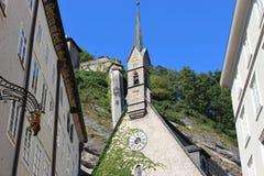 KyrkaSten Blasius och berget Monchsberg i Salzburg, Österrike, Europa Royaltyfria Foton