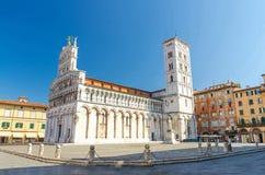 Kyrklig basilika f?r Chiesa di San Michele in foro St Michael Roman Catholic p? den piazzaSan Michele fyrkanten i Lucca arkivbild