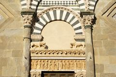 kyrklig detaljromanesque tuscany Royaltyfri Foto