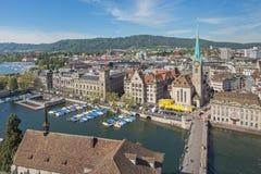 kyrklig för peter s för framsida för stadscityscapeklocka störst värld zurich för torn st schweizisk Arkivbild