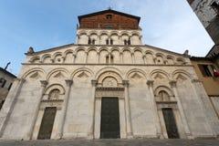 kyrklig facade historiska lucca tuscany Royaltyfri Fotografi