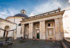 Kyrklig fasad Ariccia Royaltyfria Foton