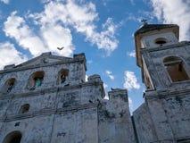 Kyrklig fasad i Granada Arkivfoton