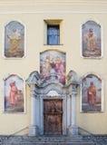 Kyrklig fasad i Ponte di Legno, Italien Royaltyfri Foto