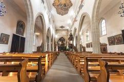 Kyrklig (Franziskanerkirche) inre för Franciscan, Lucerne - Switz arkivbilder