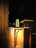kyrklig gammal predikstol Arkivbild