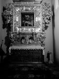 kyrklig interior Konstnärlig blick i svartvitt Arkivbild