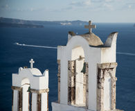 Kyrklig klocka i Ia, Santorini, Grekland royaltyfri fotografi