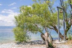 Kyrklig klocka vid sjön Royaltyfria Bilder