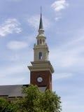 Kyrklig kyrktorn med klockan royaltyfri fotografi