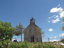 kyrklig liten by Arkivfoto