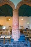 kyrklig massiv gammal pelare Royaltyfria Bilder