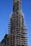 kyrklig material till byggnadsställning för domkyrka Arkivfoton