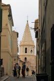 Kyrklig Notre-Dame-des-Accoules nära Marseille port, Frankrike royaltyfri bild