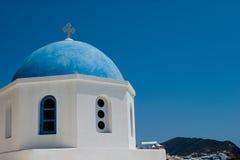 kyrklig oia santorini Arkivfoton