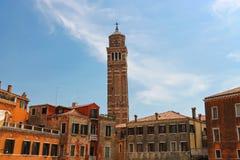 Kyrklig Santa Maria Gloriosa för klockstapel dei Frari, Venedig Fotografering för Bildbyråer