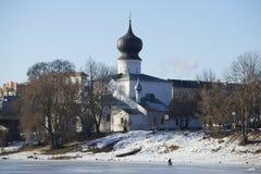 Kyrklig solig februari för antagande dag Pskov Royaltyfria Bilder