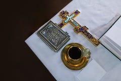 Kyrklig tillbehör och andra nödvändiga objekt royaltyfria bilder