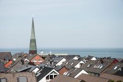 Kyrklig tornspira och tak arkivbilder