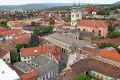 Kyrkliga gamla byggnader och huscityscape Eger Arkivfoto