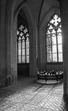 kyrkliga gammala fönster Royaltyfri Bild