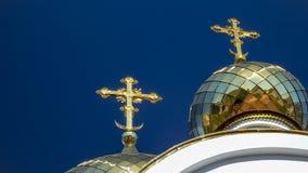 Kyrkliga guld- kupoler Arkivfoton