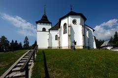 Kyrkliga jungfruliga Mary, Pribylina, Slovakien Arkivfoton