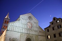 Kyrkliga Klocka torn i Zadar Kroatien Royaltyfria Foton
