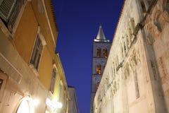 Kyrkliga Klocka torn i Zadar Kroatien Royaltyfri Bild