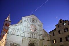 Kyrkliga Klocka torn i Zadar Kroatien Arkivfoto