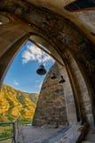 Kyrkliga Klockor i grottakloster Royaltyfri Bild