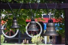 Kyrkliga klockor på en ingång till ett kapell Royaltyfria Foton