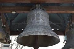 Kyrkliga klockor ringer ut Royaltyfri Bild