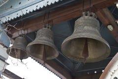 Kyrkliga klockor ringer ut Royaltyfria Bilder