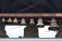 Kyrkliga klockor ringer ut Arkivbild
