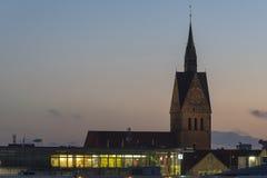 Kyrkliga konturer över Hannover på aftonen Royaltyfria Bilder