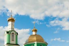 Kyrkliga kupoler på himmelbakgrunden Royaltyfri Bild