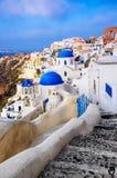 Kyrkliga kupoler på Santorini, Grekland Arkivbild