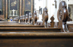 Kyrkliga kyrkbänkar Royaltyfri Bild