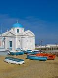 kyrkliga mykonos för strandfartyg Royaltyfri Fotografi