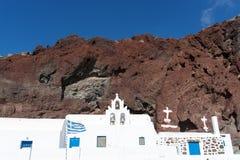 Kyrkliga near röda strandAkrotiri Santorini Cyclades öar Royaltyfria Foton