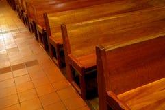 kyrkliga pews Arkivfoto