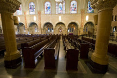 Kyrkliga Pews, kristen religion, dyrkangud arkivfoto