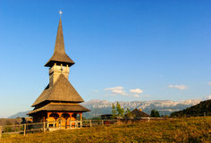 Kyrkliga romania carpathian berg Arkivbilder